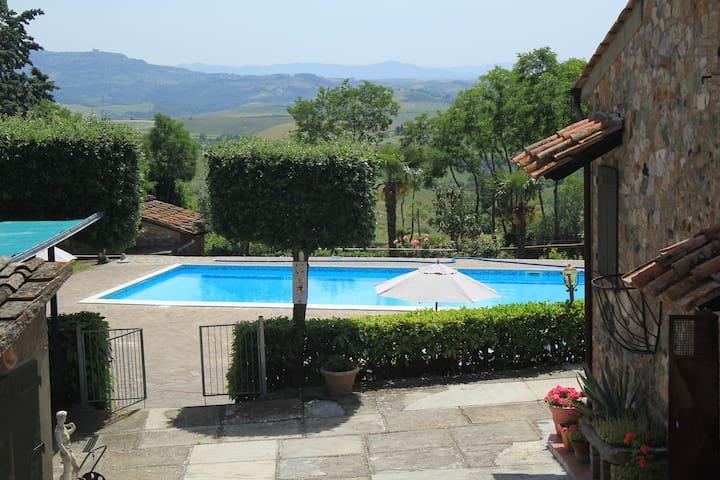 Casa vacanza nel cuore della campagna toscana - Palagio - House