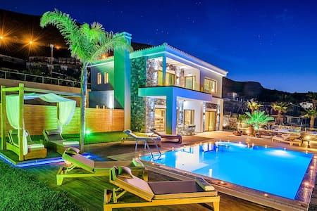 Luxury villa with heated pool  - Villa