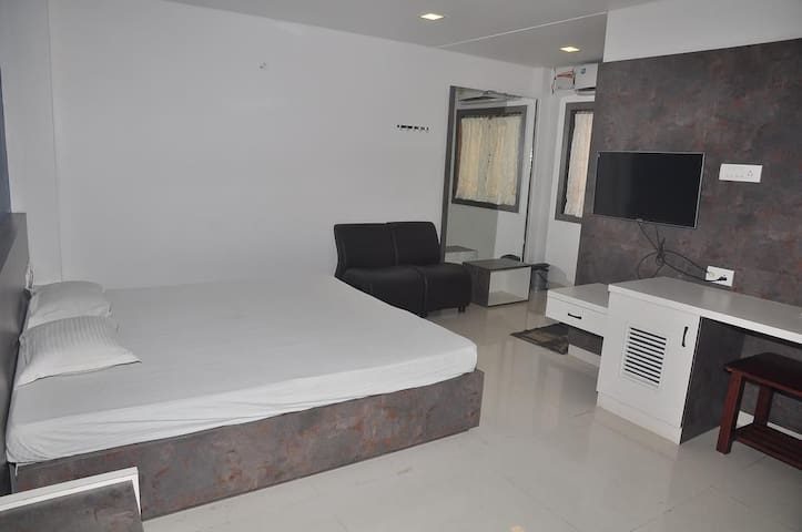 Expansive Bed and Breakfast at Coimbatore