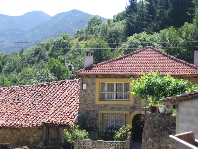 Picos de Europa Cottage + Mountain views + Parking - Vega de Liébana - House