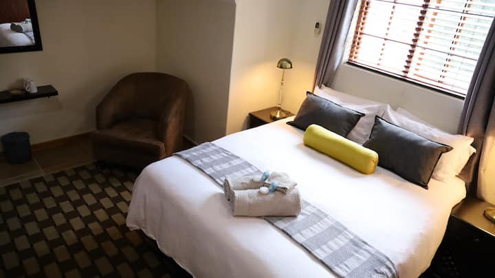 The Oak Potch - Luxury Queen Room