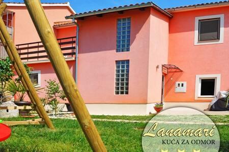 House Lanamari - Muntić - House
