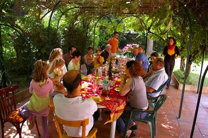 Grande maison familiale pour groupes - Caissargues - Villa