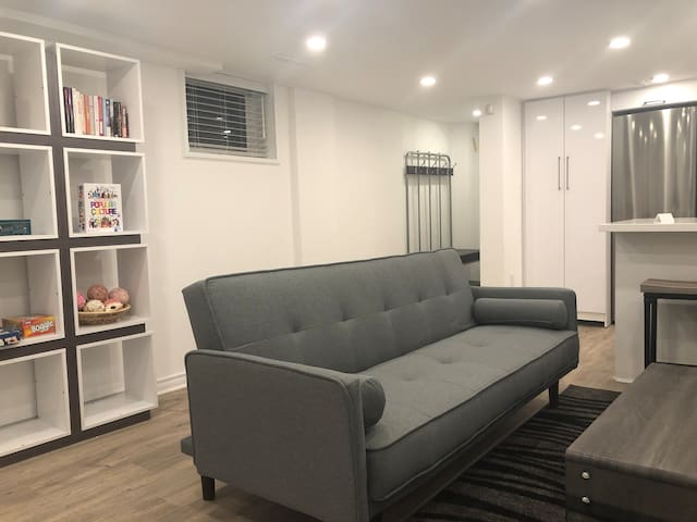 Beautiful Modern 1 Bedroom Suite Yonge/Lawrence