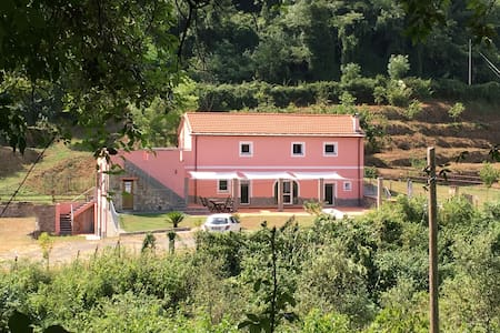 La Casina Rosa nel parco naturale - Piano di Follo - Bed & Breakfast