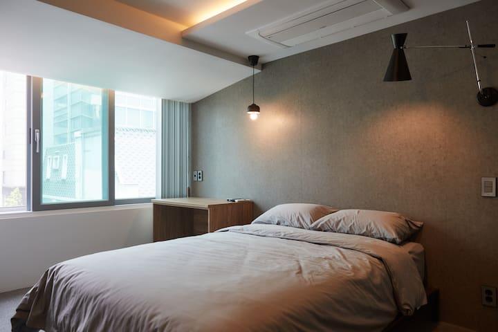 [Sinsa station] 1min walk Modern private room