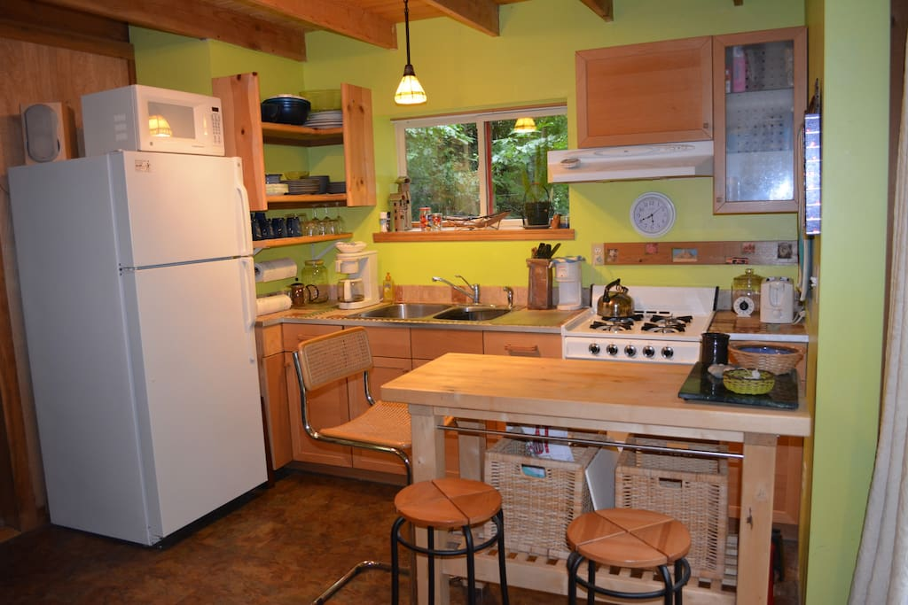 Cute little kitchen to prepare your meals!