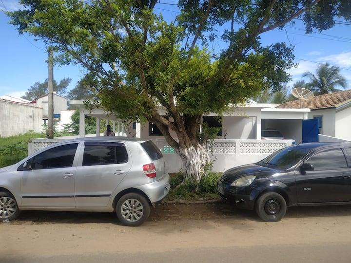Casa completa em Guaxindiba. Perto de tudo!