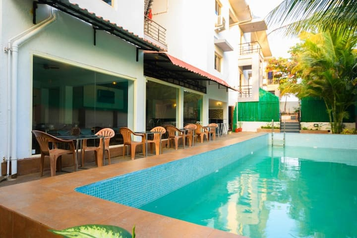 AC Boutique Room with Pool Close To The Airport 3