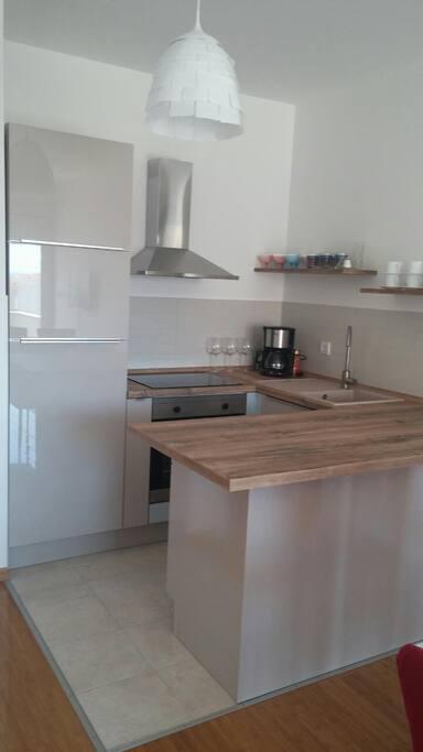 beautiful brand new kitchen area