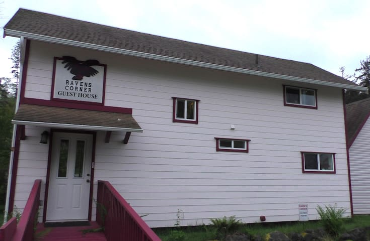 Raven's Corner Guest House - Neah Bay - House