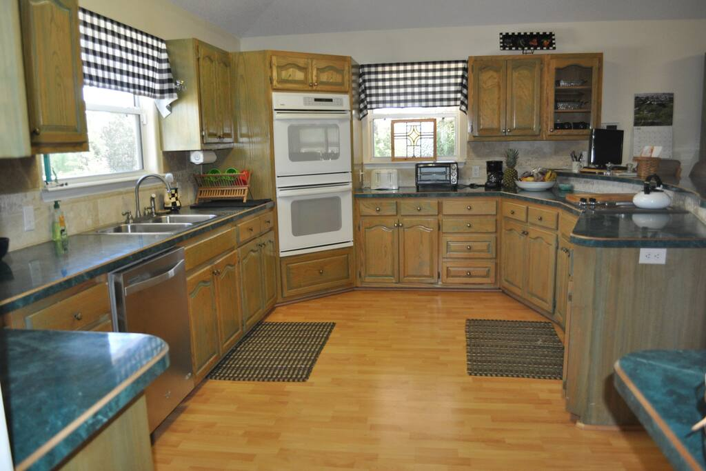 Spacious kitchen stocked with everything you need !