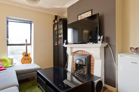 CENTRAL LOCATION BY THE RIVER (updated Aug '16) - Dublin - Apartment