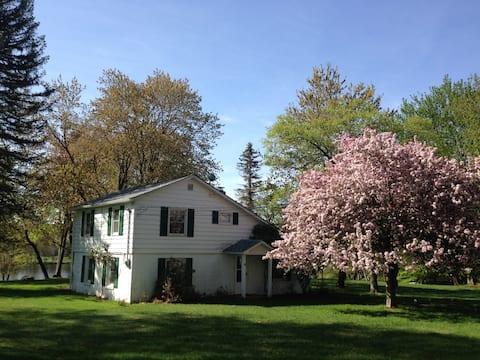 Four-Season Poconos Lake House