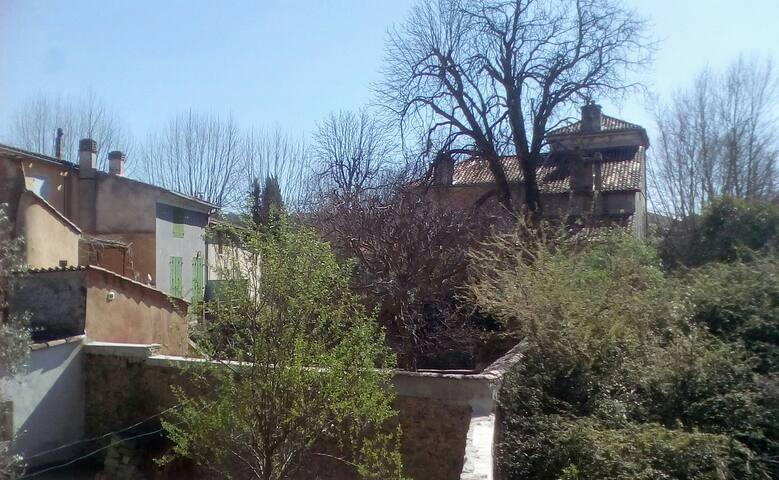 maison de village, Le val 83143