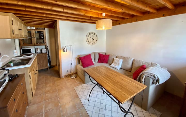 Studio mezzanine avec parking, plein centre Auron