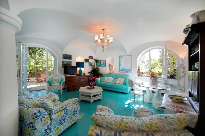 Exotic White Villa in the heart of Ischia