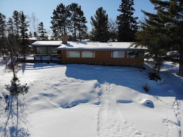 Luxury lake front drive-in Cabin:  Sioux Narrows