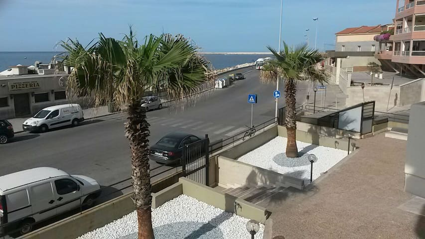 Sea front spacious apartment with private parking - Bari - Lägenhet