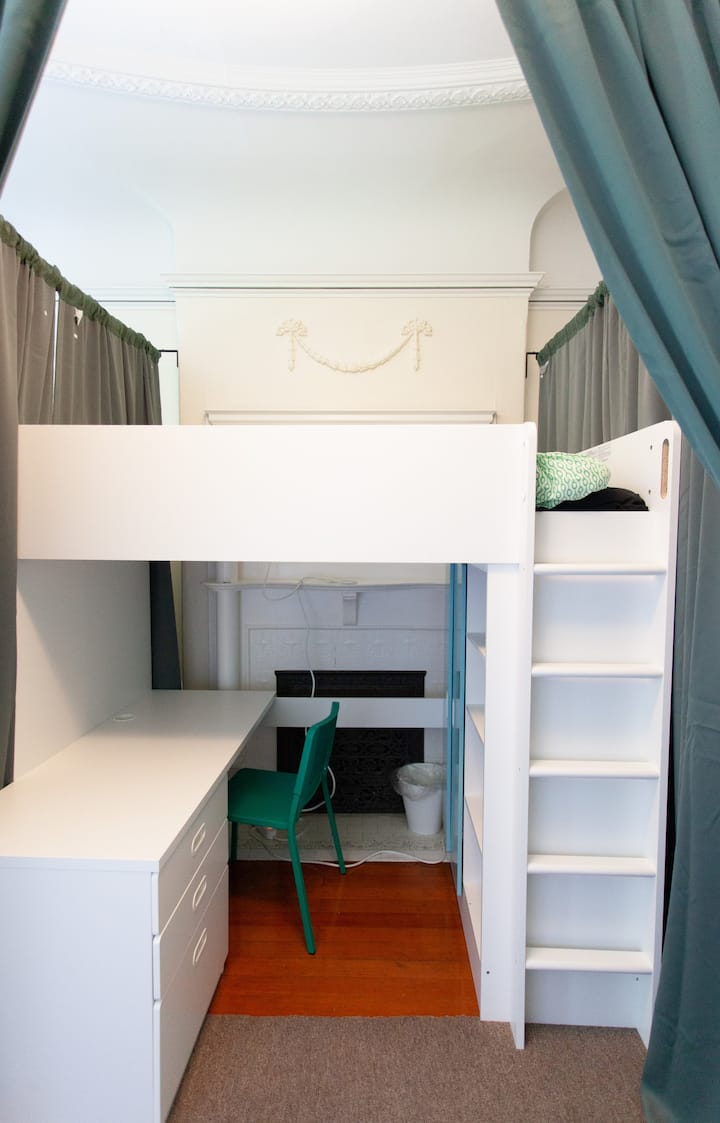 Mission Startup House: Semi - Private Room