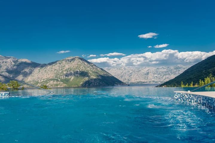 Beautiful 1 Bdr apt. with amazing views
