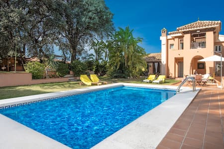 Andalusian villa for up to 11 people with pool - Alhaurín de la Torre - Ház