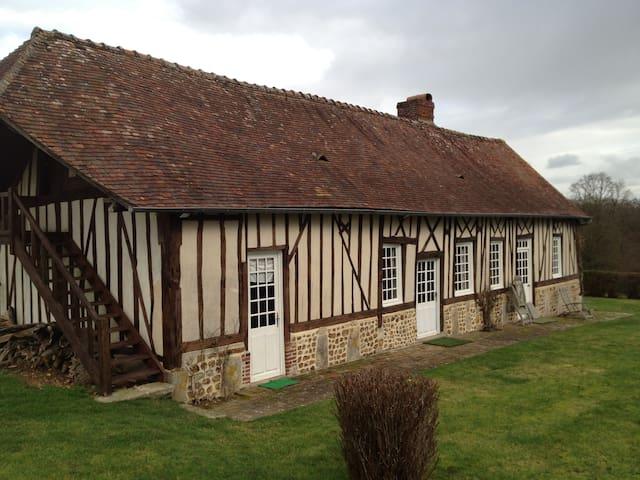 Maison normande très au calme sur un colline - La Trinité-de-Réville - Casa