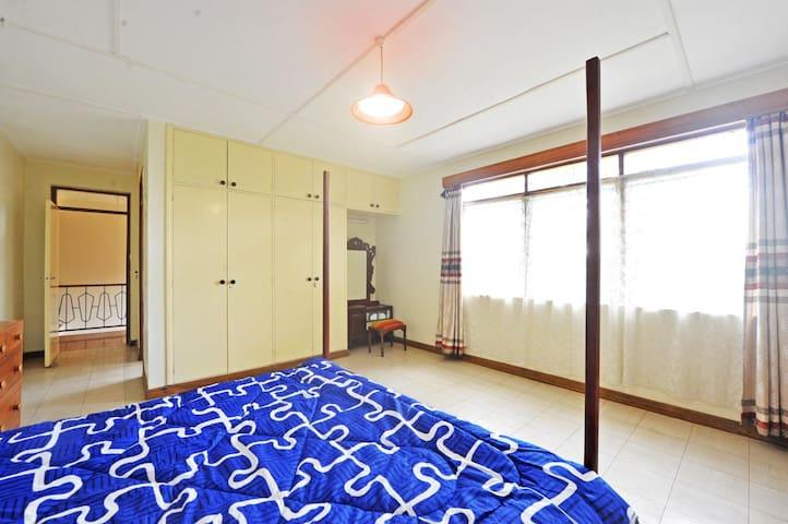 Master bedroom (with ensuite bathroom)
