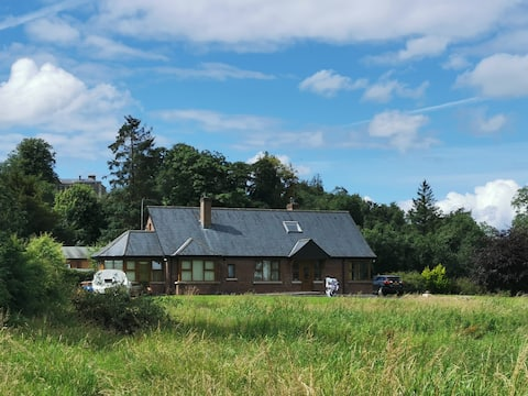 The Lake Lodge - Red Brick Bungalow by the Erne
