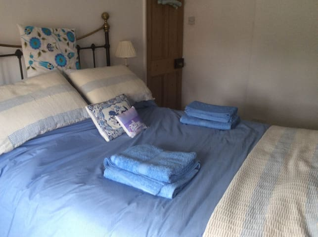 Double Room with B/Room in North Lincs village