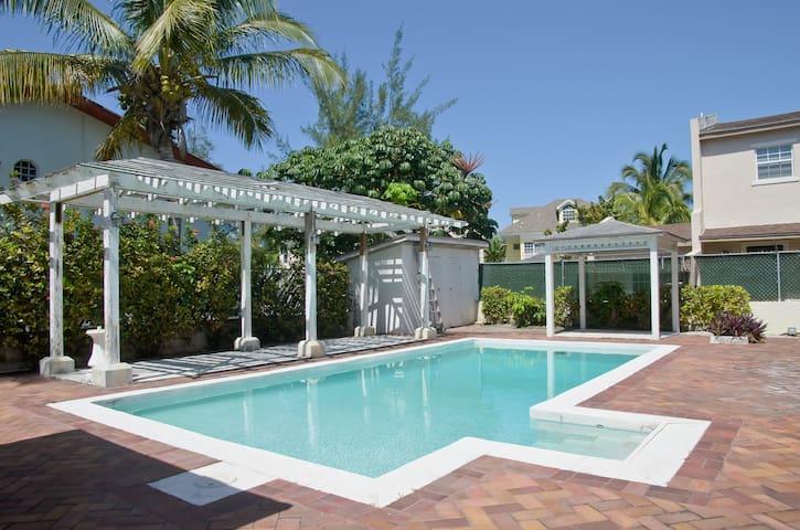 Cozy 2BD Island Escape -Bahamas