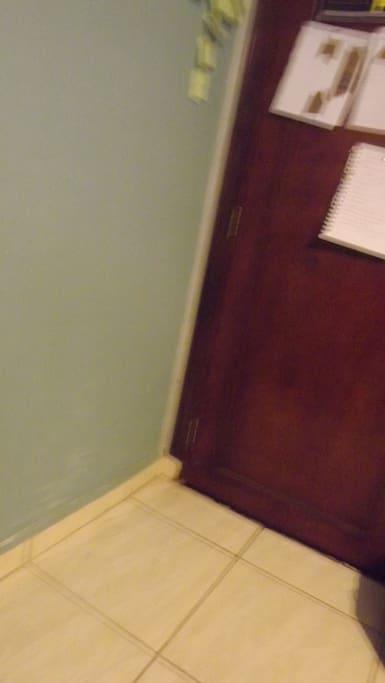 ceramic floors, no wall moisture.
