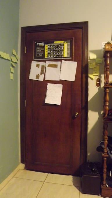 locking door in good condition