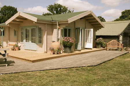 Nimrod Lodge Rural Retreat - Biddenden