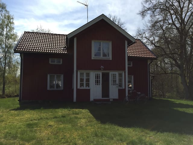 Beautiful charming cottage! - Ambjörnarp - House