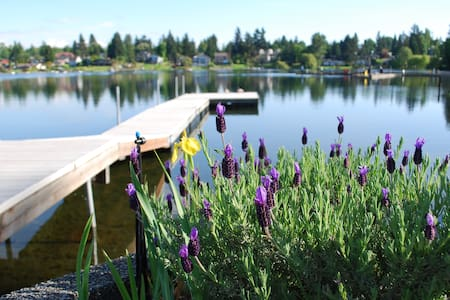 Lake House Waterfront Retreat close to Airport! - SeaTac - Talo