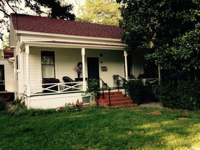 Historic home in a lovley  location near downtown - Ukiah - Rumah