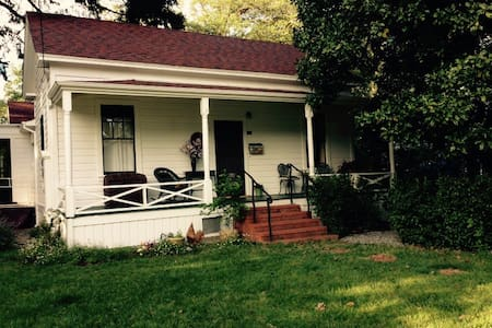 Historic home in a lovley  location near downtown - Ukiah