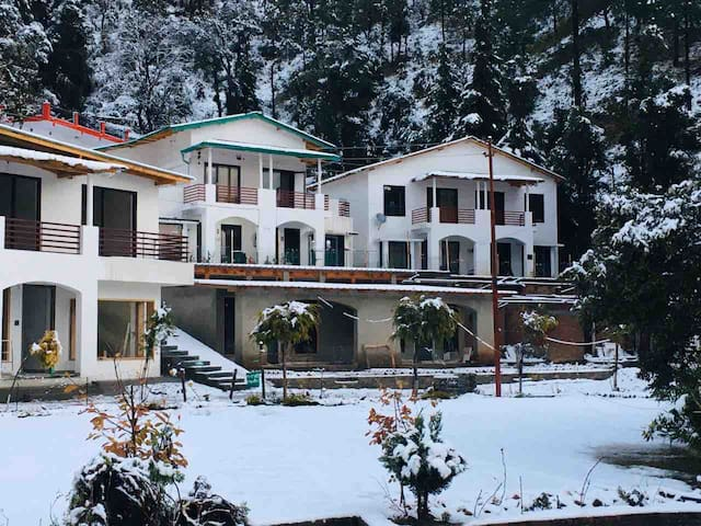 is 15 minute drive from Nainital City to Bhowali