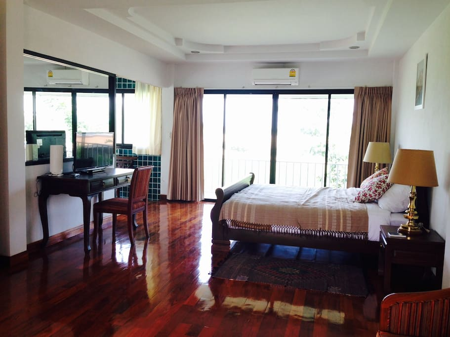 The comfortable wood floor with all the necessary gadget; TV, small fridge, mini bar. The room is airy and lighted.