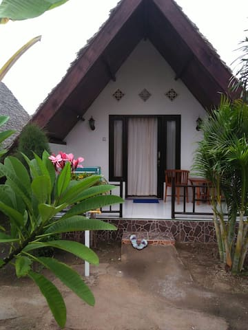 Cosy bungalow at The Flower family cottage