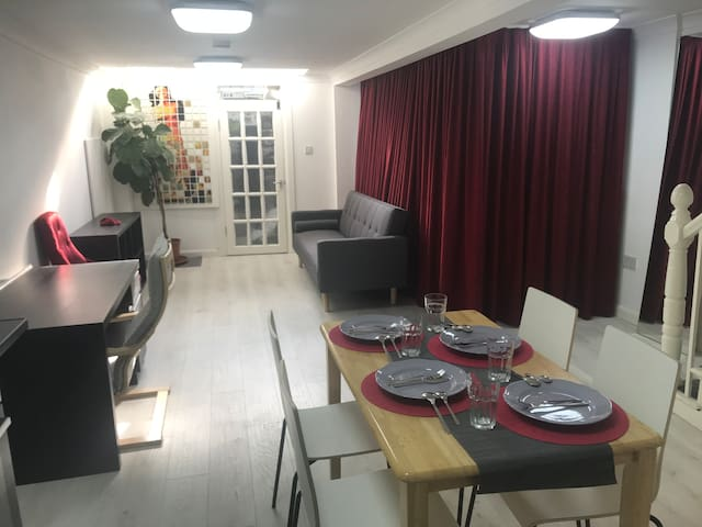 Professionally Decorated Flat Near Central London.