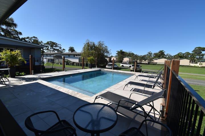 Laguna Lodge Luxury Poolside Unit 8