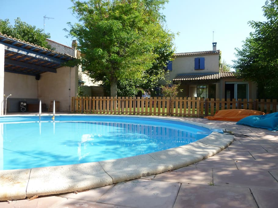 Villa avec piscine 15 min mer carry houses for rent in for Piscine jardin 100m2