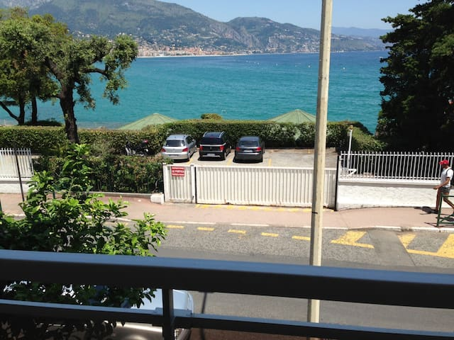 AMAZING BEACHFRONT APARTMENT - Roquebrune-Cap-Martin - Huoneisto