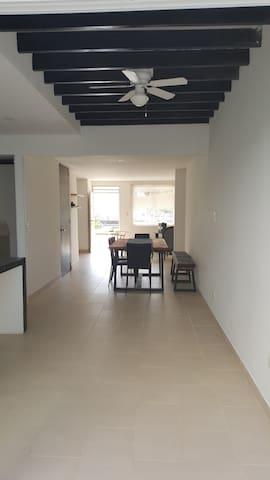 Hermosa y cómoda casa en Valledupar - Valledupar - Casa