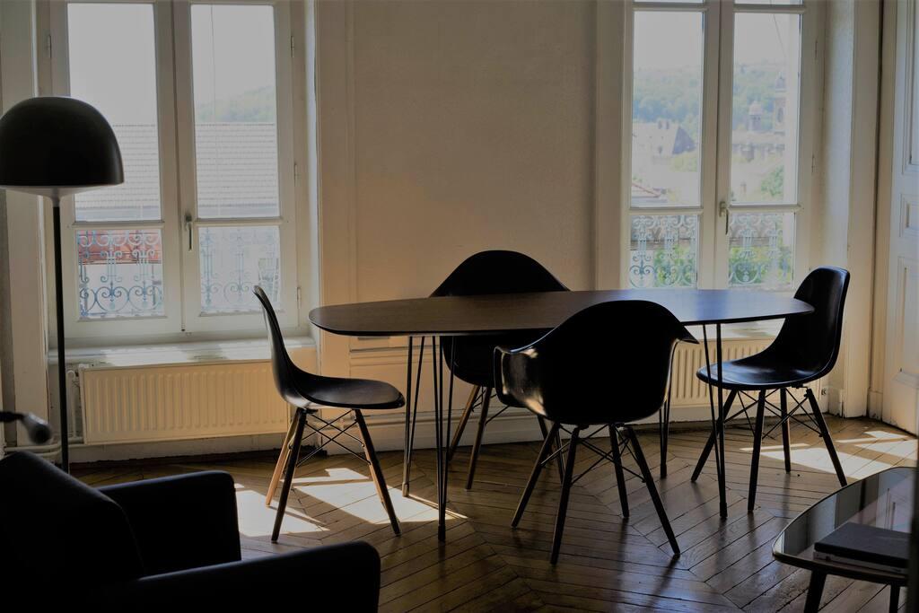 appartement croix rousse 60m2 vue sur fourvi re apartments for rent in lyon auvergne rh ne. Black Bedroom Furniture Sets. Home Design Ideas