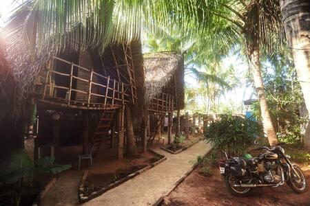 Blue Lagoon - Auroville Beach (07) - Periyamudaliyar Chavadi - Hut