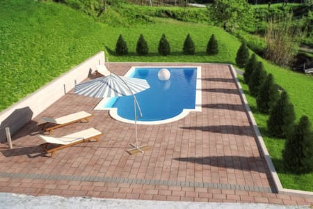 Groundfloor apartment sharing pool - Mala Huba