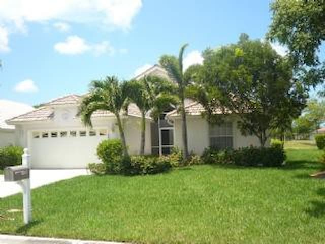 Gorgeous 3 bedroom home in golfing community 8437 - Lely Resort